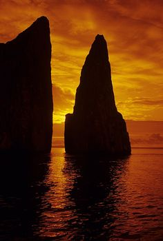 ✯ Galapagos Sunset, Ecuador..#Travel #Explore #RTW http://nexttrip.com/tour/machu-picchu-and-galapagos-tour