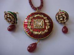 Jewellery n more: uncut diamond, kundan pendant sets