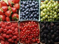 Fun Fact: Did you know that grapes are considered berries? They are considered a true berry because the entire pericarp (fruit wall) is fleshy. Food Wallpapers, Healthy Foods To Eat, Healthy Eating, Healthy Snacks, Healthiest Foods, Healthy Habits, Benefits Of Berries, Raw Food Recipes, Healthy Recipes