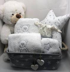 Δώρο για νεογέννητο σε ασπρόμαυρα χρώματα Baby Gifts, Throw Pillows, Stars, Toss Pillows, Cushions, Decorative Pillows, Sterne, Decor Pillows, Gifts For Kids