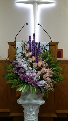 Good Totally Free Funeral Flowers church Strategies If you happen to be arranging or maybe participating, memorials are usually your sorrowful and sometimes nerve. Funeral Floral Arrangements, Large Flower Arrangements, Christmas Flower Arrangements, Flower Centerpieces, Flower Decorations, Altar Flowers, Church Flowers, Funeral Flowers, Silk Flowers