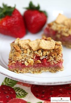 Strawberry Cashew Oatmeal Bars with Cinnamon Toast Crunch cereal. Easy homemade recipe with whole grain. Make for a snack or breakfast bar with fresh strawberries. LivingLocurto.com