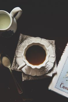 Tea and books and flowers Coffee And Books, I Love Coffee, Coffee Break, Morning Coffee, Tea Cafe, Coffee Cafe, Coffee Shop, Momento Cafe, My Cup Of Tea