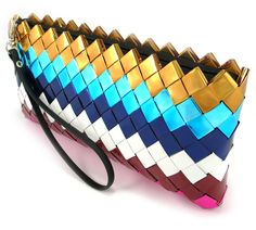I'm seriously going to do this candy wrapper purse/ wallet - milena Candy Wrapper Purse, Candy Wrappers, Candy Bags, Diy Purse, Purse Wallet, Origami Bag, Chip Bags, Fashion Project, Purses And Bags