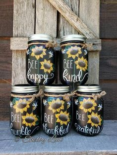 Pot Mason Diy, Mason Jar Gifts, Mason Jar Tumbler, Can Band, Mason Jar Projects, Jar Art, Painted Mason Jars, Chalk Paint Mason Jars, Bee Happy