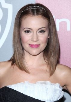 Alyssa Milano's chic headband hairstyle