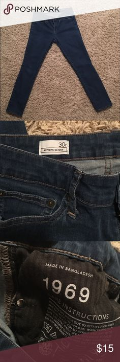 Gap 1969 Jeans Preowned. No stains no rips. Super soft very comfy! GAP Jeans Skinny