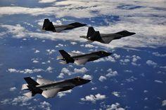 F-35 y F-22 combinan capacidades en misión de entrenamiento en integración operativa.
