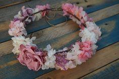 Corona de flores con gardenia preservada