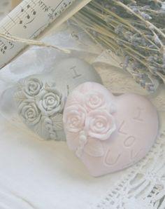 Handgemaakte zeep I Love You hart in de kleuren grijs en roze. http://www.lisateamo.nl  Handmade soap I love you heart in the colors grey and pink. Shop at http://www.lisateamo.nl