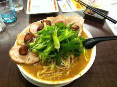 ボブラーメン よってこや Bobramen. Pork and garlic ramen. After eating you'll have bad breath but that's good. Shop name Yottekoya placed near Hirakata station. 5/10