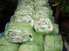 How to Make Veggie Cream Cheese Roll-Ups: Beat cream cheese and dressing mix together, can use fork to mix Add green onions and other veggies Mix together Spread cream cheese mixture evenly on flour tortillas Roll up tortillas. Easy Appetizer Recipes, Appetizer Dips, Party Appetizers, Pinwheel Appetizers, Yummy Appetizers, Easy Recipes, Cream Cheese Roll Up, Tortilla Rolls, Tortilla Pinwheels
