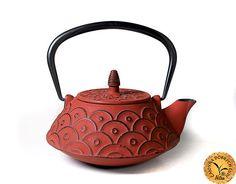 Liatinová konvica KOI - 0,7l Kettle, Tea Pots, Kitchen Appliances, Tableware, House, Diy Kitchen Appliances, Tea Pot, Home Appliances, Dinnerware