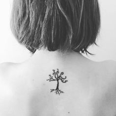 New minimal tattoo on my back! #tattoo #minimal #minimalist #minimalistic #tree #tatuaje #arbol #ink