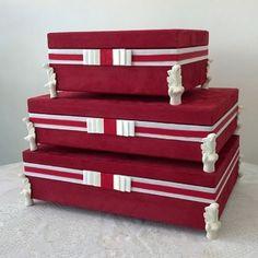 Caixas em mdf e tecido. Especializada em caixas para casamento: caixas para padrinhos,para pais, para damas e pajens,kits toaletes e para bem casados.Realizamos projetos de caixas utilitárias: bijus,kits para bebes,organizadoras,medicamentos e para guardar o que couber na sua imaginação!!!! Encomendas e—mail beth@frigini.com.br ou (27)99984—4670. #caixas #caixascasamento #box #madrinha #nascimento#batizado#biju#bemcasado
