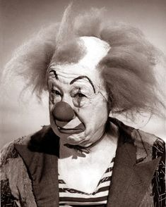 Explore hawhawjames' photos on Flickr. hawhawjames has uploaded 3311 photos to Flickr. Es Der Clown, Le Clown, Circus Clown, Circus Theme, Clown Bilder, Pierrot, Scary Clowns, Evil Clowns, Cowardly Lion