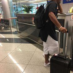Ronaldo de Assis Moreira @ronaldinhooficial: 2017 apenas começou. Vamos viajar pelo mundo muitos amigos oportunidades estão