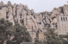 Montserrat Places To See, Places Ive Been, Moon Hotel, Future Travel, Adventure Time, Mount Rushmore, Natural Beauty, Barcelona, Paradise