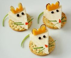 King Cheese Bites from the Nutcracker! These cute little Mouse King cheese bites are a festive Nutcracker snack that are easy to make.and eat!These cute little Mouse King cheese bites are a festive Nutcracker snack that are easy to make.and eat! Cute Food, Yummy Food, Healthy Food, Eating Healthy, Healthy Meals, Food Art For Kids, Easy Food Art, Creative Food Art, Food Kids
