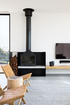 The Parkside Beach House by Cera Stribley Architects takes architectural inspiration from the iconic Mornington bathing boxes to create contemporary bliss. Home Fireplace, Fireplace Design, Fireplaces, Contemporary Architecture, Interior Architecture, Freestanding Fireplace, Beach House Decor, Beach Houses, Home Interior Design