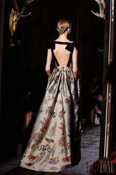 Valentino - Couture - Fall-WInter 2013-2014 - http://en.flip-zone.com/fashion/couture-1/fashion-houses/valentino-4003 - ©PixelFormula