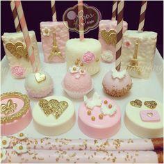Paris u la la O.O Rice Krispies Cupcake cakes, Cake Pops, Oreo cookies Dessert Party, Party Desserts, Dessert Table, Chocolate Covered Treats, Chocolate Dipped Oreos, Oreo Pops, Marshmallows, Mini Cakes, Cupcake Cakes