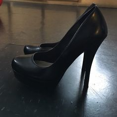 Black Pumps! Used a few times. Good condition! ❌Trades ❌PayPal ❌Holds ❤️ Offers welcome through offer button only! Bundle and save! D Shoes Heels