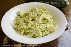 Farfalle con crema di zucchine e Philadelphia http://blog.giallozafferano.it/studentiaifornelli/farfalle-con-crema-di-zucchine-e-philadelphia-ricetta-sprint/