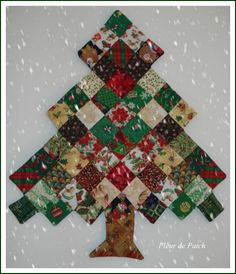 A Patchwork Christmas Ornament Christmas Tree To Add To Your Holiday Decor – Quilting Cubby Christmas Tree Quilt, Christmas Patchwork, Christmas Wall Hangings, Diy Christmas Cards, Christmas Sewing, Christmas Projects, Christmas Themes, Handmade Christmas, Christmas Tree Ornaments