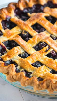 Listerine Foot Soak Discover Easy Homemade Blueberry Pie Blueberries shine in this pie. The pie is lightly sweetened with a touch of spice from allspice and cinnamon. Homemade Blueberry Pie, Blueberry Pie Recipes, Blueberry Desserts, Mini Desserts, Strawberry Blueberry Pie, Frozen Blueberry Pie, Blueberry Crumble Pie, Blueberry Tarts, Homemade Pies