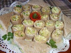 Arrolladitos de atún con lechuga y mayonesa