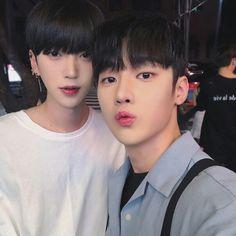 """ผู้เกา""""{ผัว}"""" Cute Asian Guys, Cute Korean Boys, Asian Boys, Asian Men, Cute Boys, Korean Boys Ulzzang, Ulzzang Couple, Ulzzang Boy, Kpop Couples"""