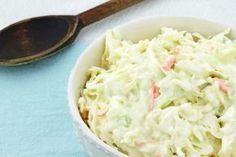 Je vous montre la recette facile pour manger une bonne salade de chou crémeuse comme dans les rôtisseries populaires.
