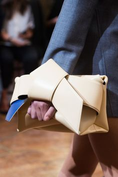 The best bags on the Paris Fashion Week: Models from Alexander McQueen, Balenciaga and other houses | Vogue | Fashion | Selecting VOGUE | VOGUE