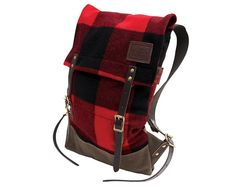Sporting a classic red & black tartan wool pattern, this tough, trustworthy, and reliable utility pack features single bottom construction and cotton web backstraps.  Made with 100% pure wool from the oldest woolen mill in the United States, it is finished with leather straps from the SB Foot Tannery in Red Wing, Minnesota. A perfect gift for the stylish adventurer!