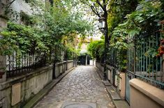 LES RUES LES PLUS INSOLITES DE PARIS. Et si on se promenait… à Paris ! Rues, Chant, Paris Travel, France Travel, I Love Paris, Paris 13, Paris Things To Do, Paris Bucket List, Grand Paris