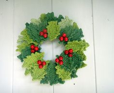 crochet wreath :: leaves pattern on Attic 24