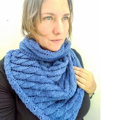 A beautiful knitted shawl pattern with the overlapping waves knitting stitch. Fun and beautiful. Knitting Abbreviations, Knitting Stitches, Knitting Patterns, Knitted Poncho, Knitted Shawls, Knitting Accessories, Shawls And Wraps, Knit Crochet, Web News