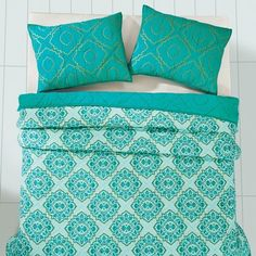 If you love anything in the turquoise family then you will love our Adria Spectra Green Queen Quilt Bundle (Quilt and 2 Standard Shams) - Primitive Star Quilt Shop https://www.primitivestarquiltshop.com/collections/adria-spectra-green-bedding #primitivecountrybedroomsbeddingandaccessories