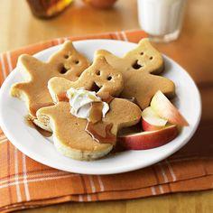 Halloween pancakes for a cute Halloween breakfast. Halloween Treats, Happy Halloween, Halloween 2018, Halloween Horror, Halloween Decorations, Spirit Halloween, Halloween Costumes, Halloween Items, Halloween Town