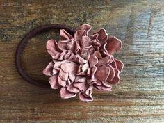 革花のヘアゴム Lサイズ サーモンピンクb | iichi(いいち)| ハンドメイド・クラフト・手仕事品の販売・購入