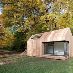 9 small and cheap houses for the very big living happiness - Prefab Homes Modern Tiny House, Tiny House Cabin, Tiny House Living, Modern Wood House, Shed Design, Tiny House Design, Tiny House Exterior, House Exteriors, Casas Containers