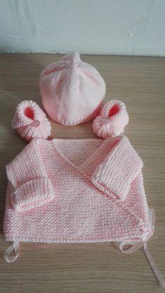 8a40c91fa58ba Articles similaires à ensemble brassiere bonnet et chaussons 0 3mois sur  Etsy. ensemble bebe ...