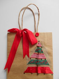 Best Interior Home Design Trends For 2020 - Interior Design Ideas Christmas Gift Bags, Christmas Crafts For Gifts, Homemade Christmas Gifts, Christmas Gift Wrapping, Christmas Paper, Christmas Decorations, 242, Creative Gift Wrapping, Theme Noel