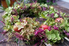 Kranz mit Calluna, Hortensie und kleinen Äpfeln