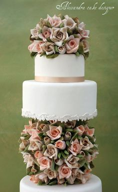 Wedding Cake - the roses on here are spectacular!