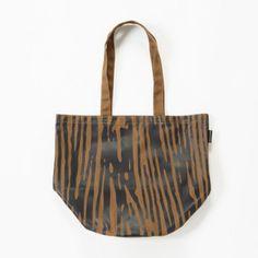 木目模様のトートバッグは・・・