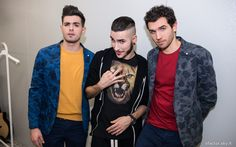 Leonardo Decarli e Federico Clapis in compagnia di Madh, uno dei quattro finalisti di X Factor. #Outfit #ATPCO. #XF8 #XFactor #backstage