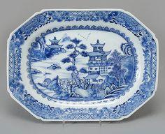 Travessa em porcelana Chinesa de Cia das Indias do sec.18th, Periodo Qianlong, 34cm, 1,420 USD / 1,250 EUROS / 5,570 REAIS / 9,015 CHINESE YUAN soulcariocantiques.tictail.com