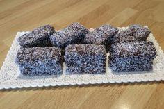 Karamelové cesto máčané v kakaovej poleve a obaľované v kokose už patrí k Vianociam. Krispie Treats, Rice Krispies, December, Desserts, Christmas, Food, Cake, Tailgate Desserts, Navidad
